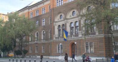 Uposlenik BKC Sarajevo prijeti samozapaljivanjem pred zgradom Predsjedništva BiH