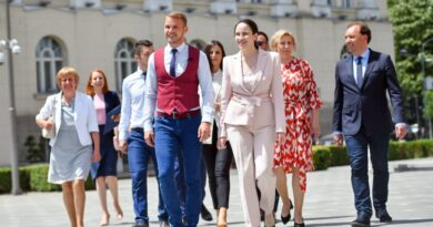 JASNA PORUKA! Stanivuković dočekao goste iz Sarajeva obučen u boje srpske zastave